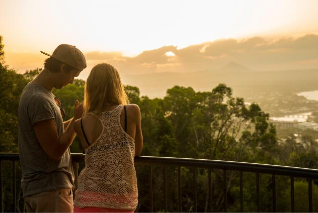 PVOSC-queensland-noosa-heads-sunset-travellers